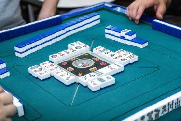 賭け麻雀が違法にならない理由・逮捕の基準は?【フリー雀荘の実態を解説!】